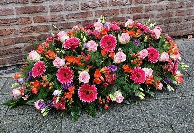 Rouwarrangement roze/paars/rood